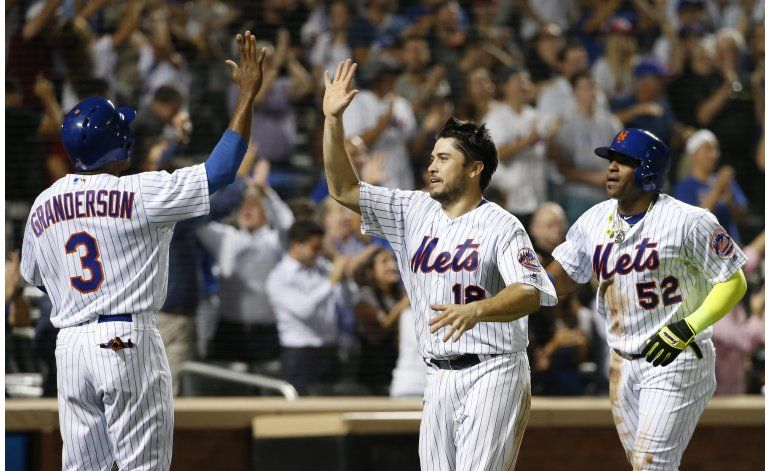 Doblete de Johnson le da el triunfo a Mets 5-2 sobre Marlins