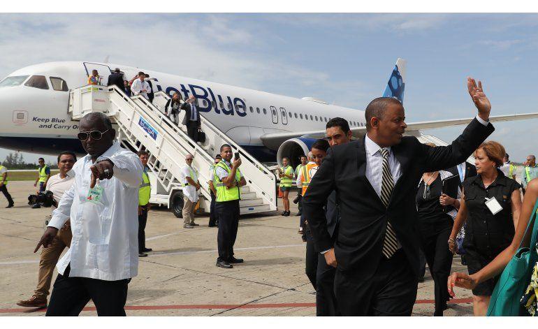 Reportero de AP viaja a Cuba en 1er vuelo comercial de EEUU