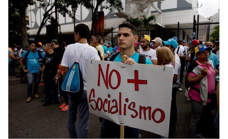 Multitudinaria marcha en Venezuela a favor del referendo