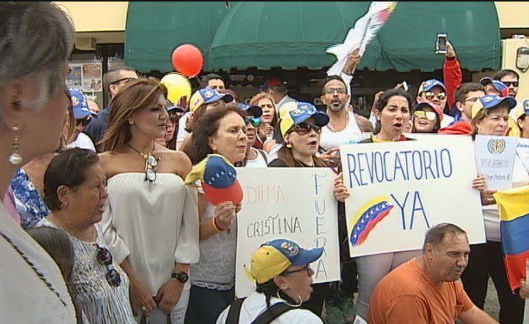 Exilio venezolano en  Miami  da su apoyo a la toma de Caracas