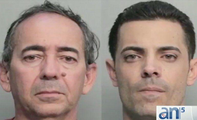 Arrestan a padre e hijo que clonaron miles de tarjetas de regalos