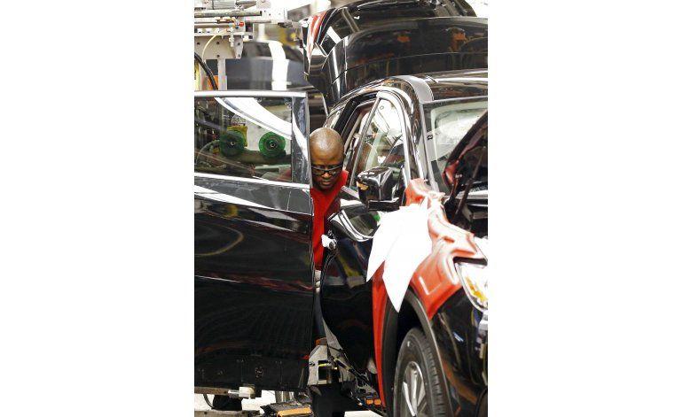 Caen 4% las ventas de autos y camiones en EEUU en agosto