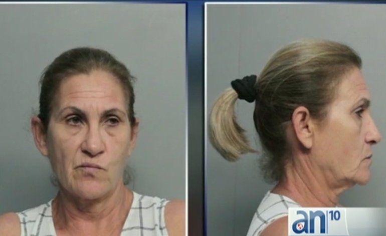 Maestra de origen cubano se encuentra acusada de cuatro cargos de abuso infantil