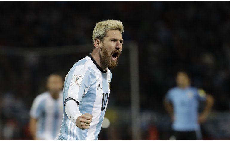 Argentina, con gol de Messi, vence 1-0 a Uruguay y es líder