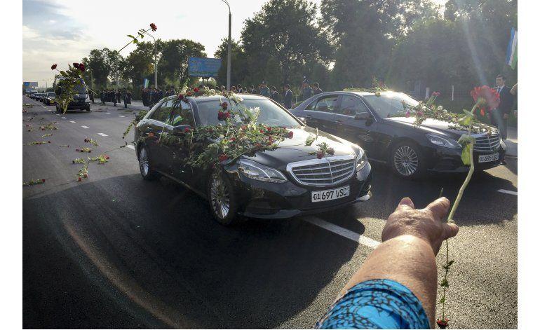 Uzbekistán alaba a líder autoritario fallecido