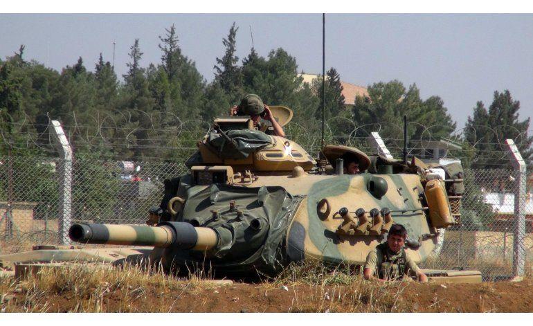 Fuerzas turcas y sirias cierran asedio al Estado Islámico