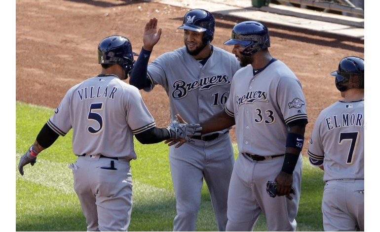 Santana y Villar pegan jonrones, Milwaukee vapulea a Piratas