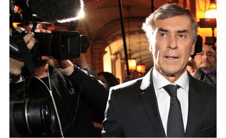 Ex ministro francés responde en tribunal a cargos de fraude