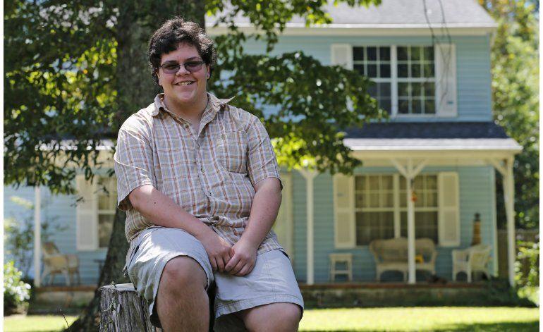 Entrevista AP: Joven transexual exige usar baño de varones