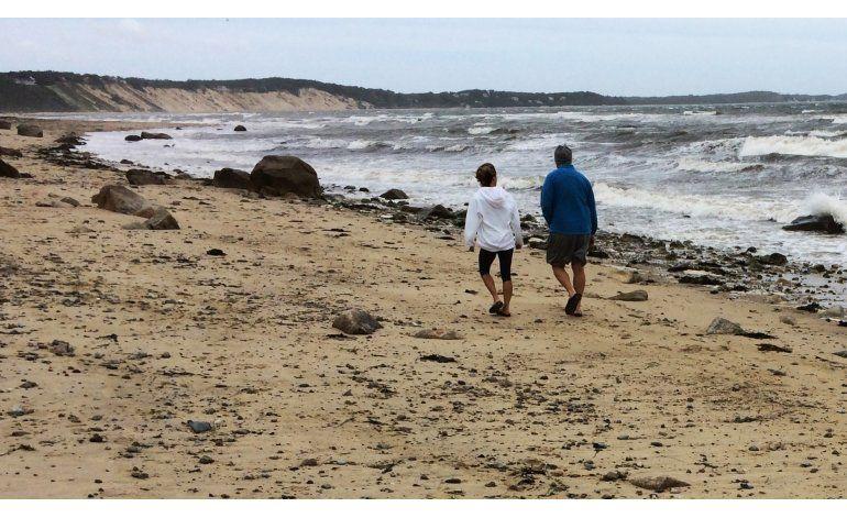 Hermine se mantiene lejos de tierra; causa marejadas en EEUU