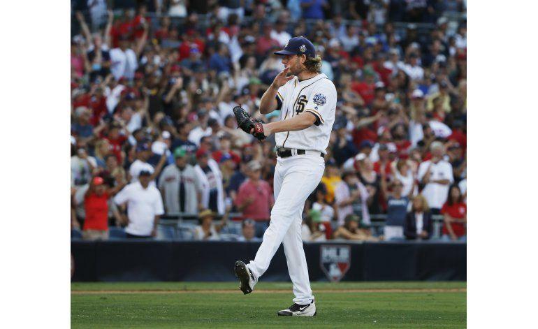 Jackson poncha a 11, Padres derrotan 2-1 a Boston
