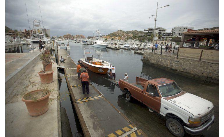 Huracán Newton avanza hacia Baja California
