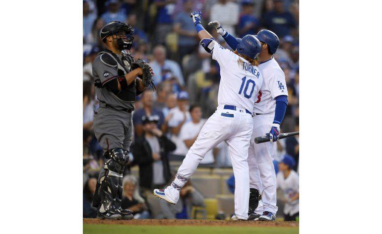 Con 5 jonrones, Dodgers arrollan a Diamondbacks