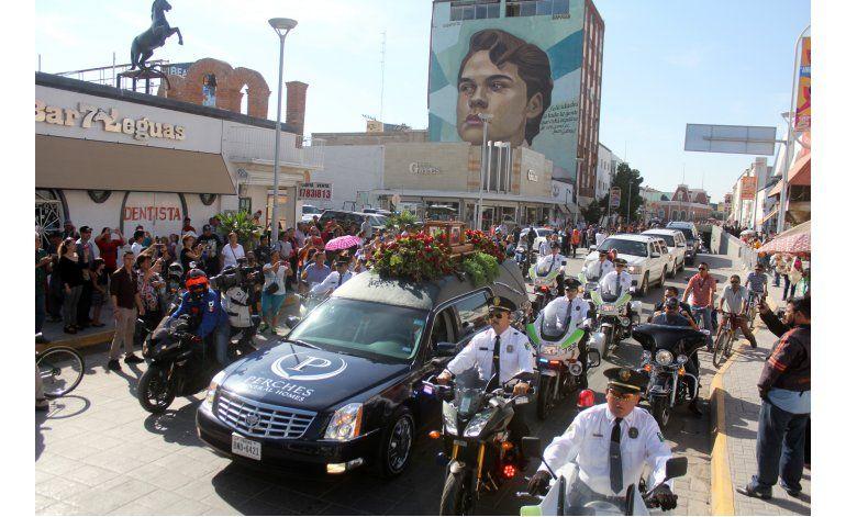 Las cenizas de Juan Gabriel parten hacia Ciudad Juárez