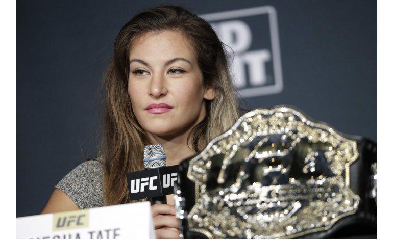 Estrella UFC Miesha Tate ayuda a niña lesionada en el monte
