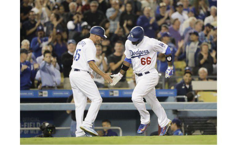 Puig pega jonrón, Dodgers barren a Arizona con triunfo 3-1