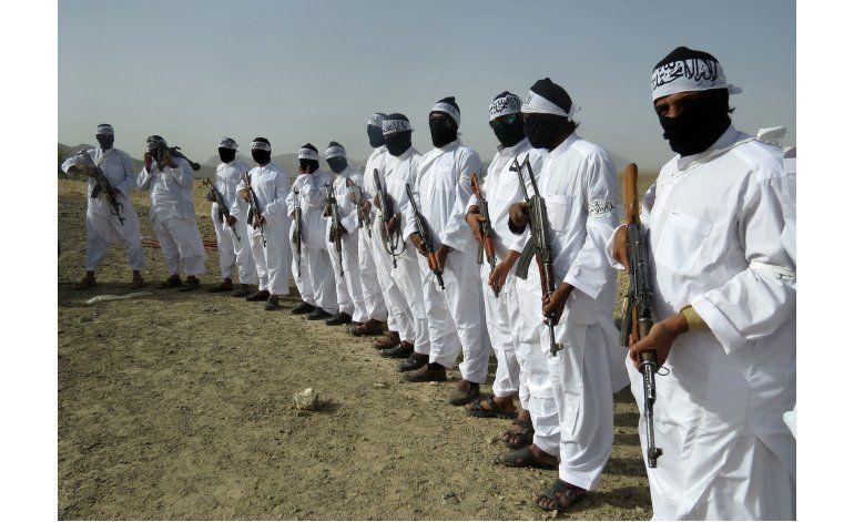 Talibanes afganos avanzan sobre capital provincial en el sur