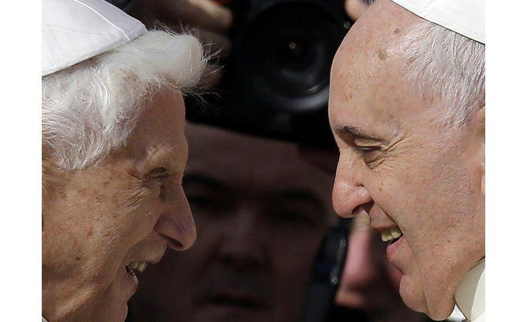 Papa emérito reflexiona sobre papado y su sucesor Francisco
