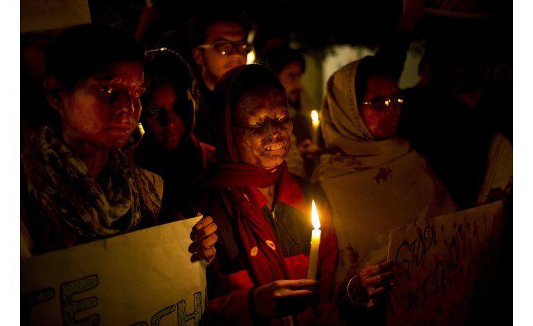 India: Dan pena de muerte a asesino de mujer con ácido