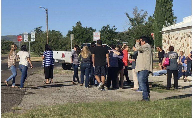 Estudiante muere en tiroteo en escuela de Texas