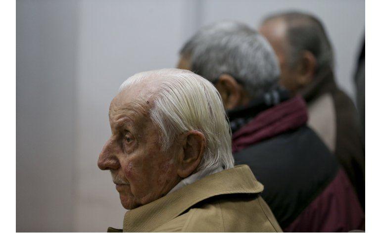 Condenan a ex jefe de fuerza aérea argentina por secuestros