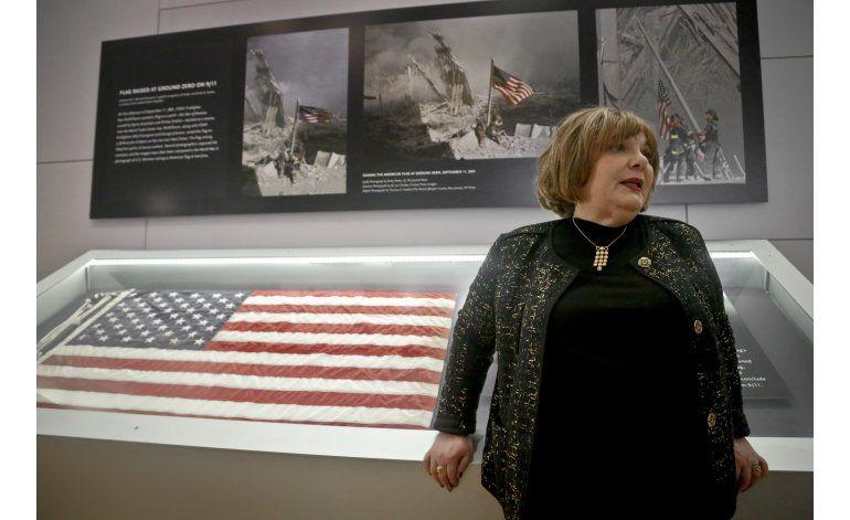 Bandera izada en ruinas del Centro de Comercio vuelve a NY