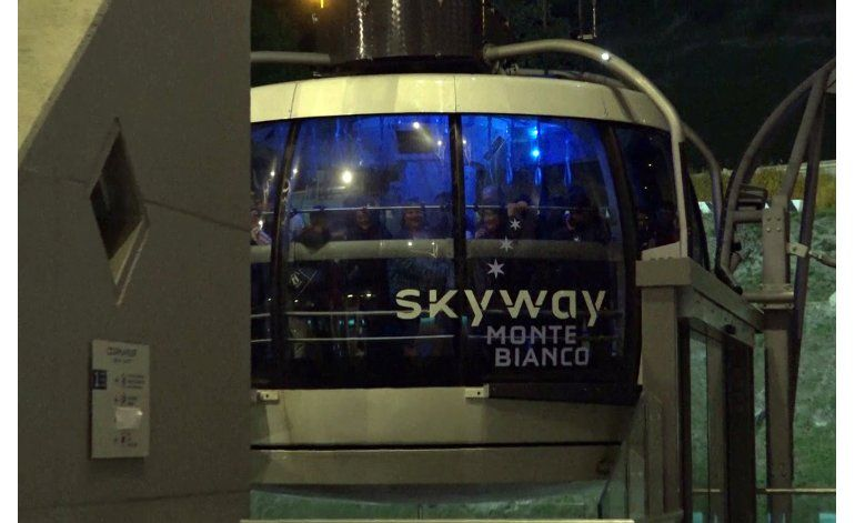 Turistas pasan la noche varados en teleférico del Mont Blanc