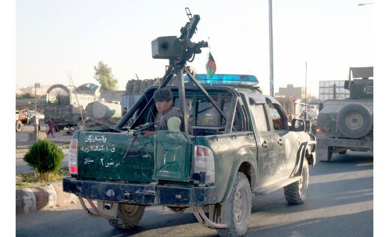 Oficial: fuerzas afganas toman urbe amenazada por talibanes