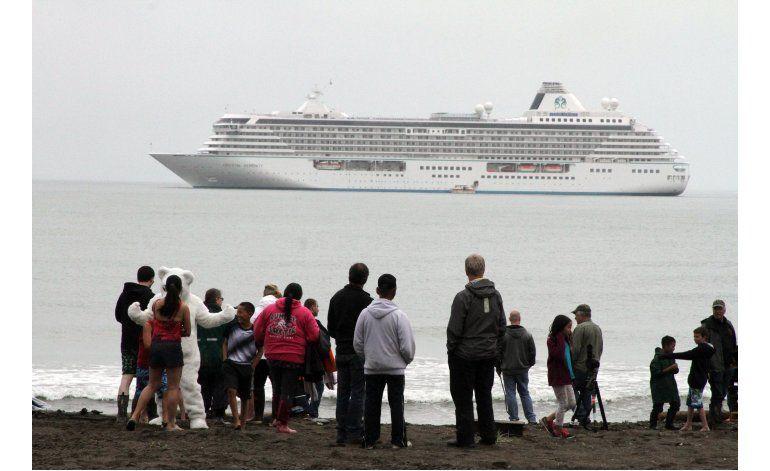 Crucero realiza viaje histórico por el océano Ártico