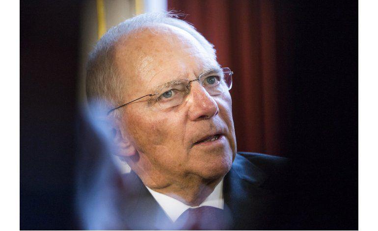 Ministros de Finanzas UE estudian retener ayudas a Grecia