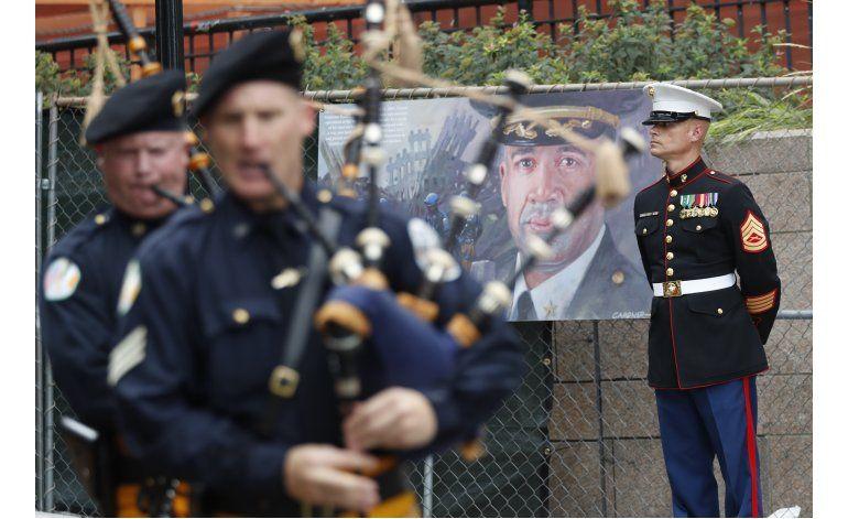 Policía conmemora 15to aniversario del 11Sep con desfile