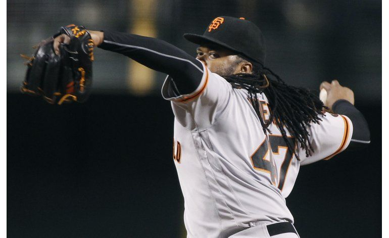 Cueto luce en 7 innings; Gigantes arrollan a Diamondbacks