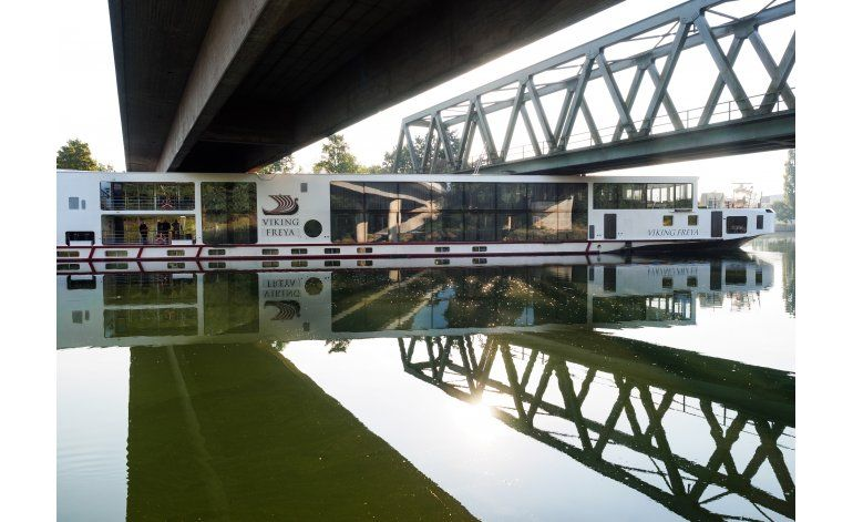 Dos muertos en Alemania en choque de crucero con un puente