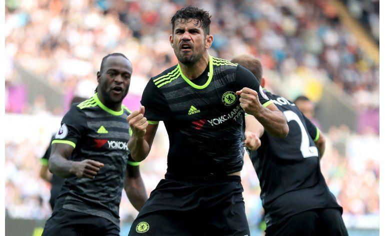Gracias a goles de Costa, Chelsea rescata empate en Swansea