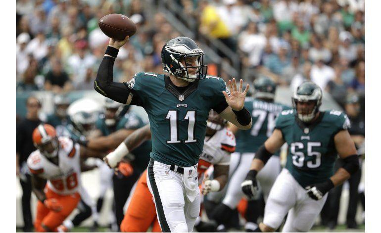 Wentz lanza 2 pases de touchdown; Eagles vencen a Browns