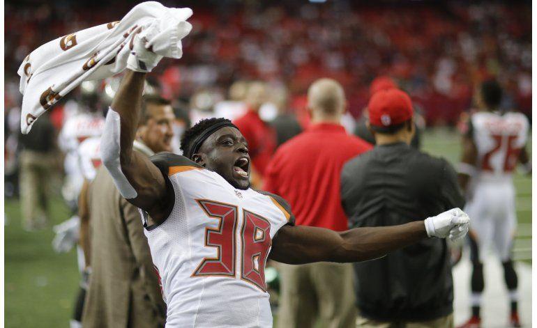 Winston lanza 4 pases de touchdown; Bucs superan a Falcons