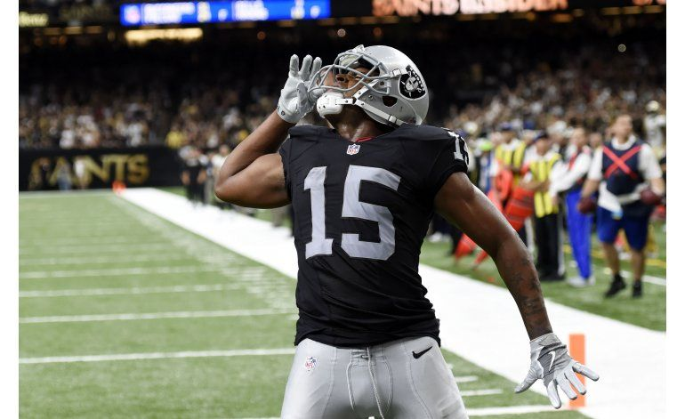 Carr y Raiders remontan para vencer 35-34 a Saints