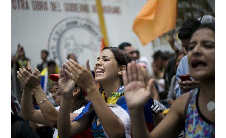 Maduro niega estar en negociaciones secretas con opositores