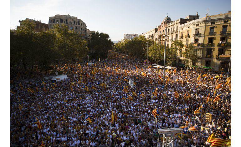 Catalanes separatistas se manifiestan en Barcelona