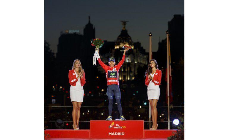 Fiesta en pueblo de Quintana, tras su victoria en España