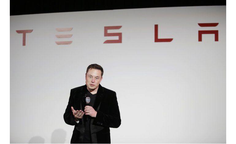 Tesla dice que está mejorando su piloto automático