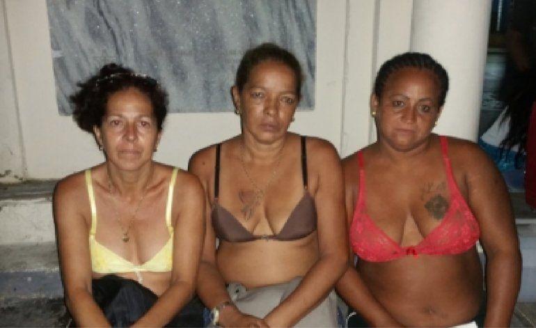 La policía política golpea y desnuda a tres opositoras que se dirigían a El Cobre