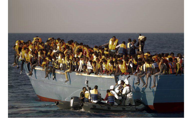 Fotógrafo de AP revive drama de refugiados en alta mar