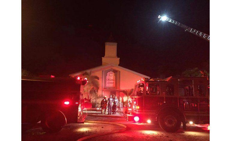 Incendian mezquita donde oraba multihomicida de Orlando