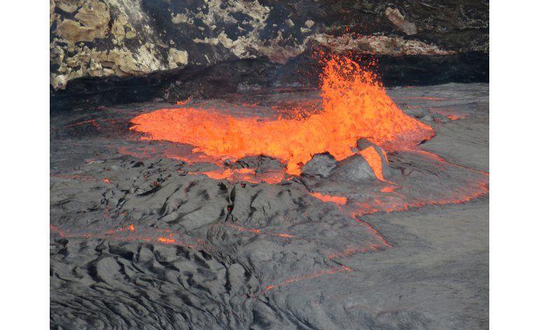 Volcan en Hawaii ofrece espectáculo de borbollón de lava