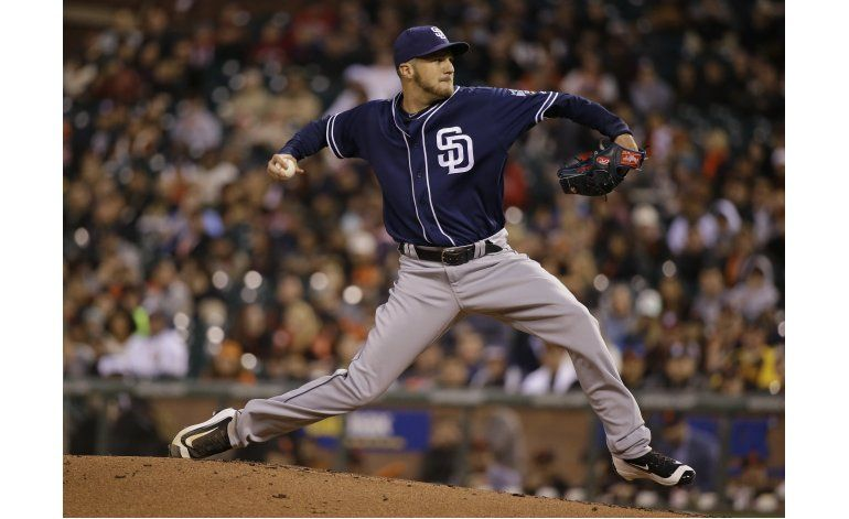 Padres emplean 6 pitchers para blanquear a Gigantes 4-0