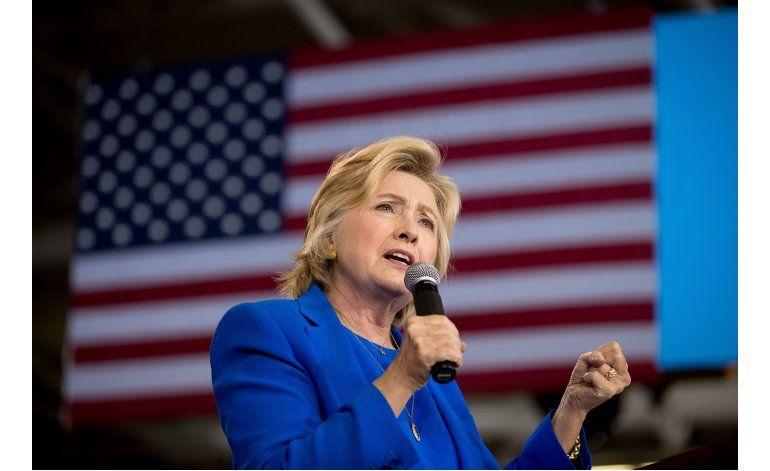 Clinton reanudará su campaña el jueves tras una neumonía