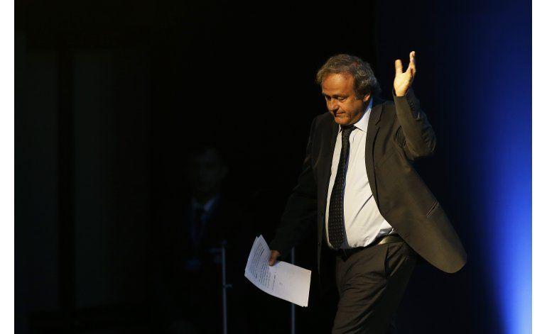 Platini insiste en su inocencia en su despedida de la UEFA