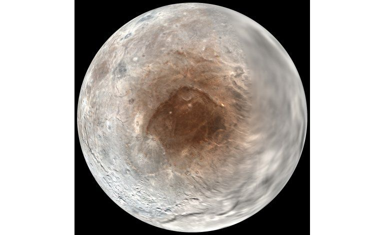 Estudio: Plutón pinta como con aerosol los polos de su luna