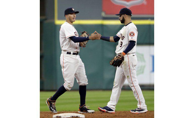 Astros ganan a Rangers pese a lesiones de Altuve y Bregman